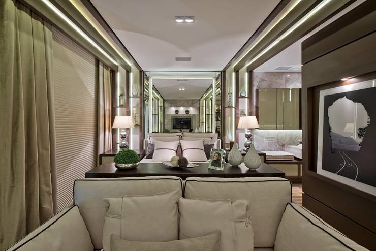 Loft de 30m²: Quartos  por Riskalla & Mueller Arquitetura e Interiores