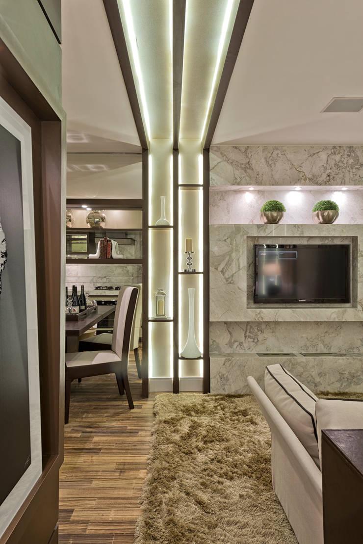 Loft de 30m²: Salas de estar modernas por Riskalla & Mueller Arquitetura e Interiores