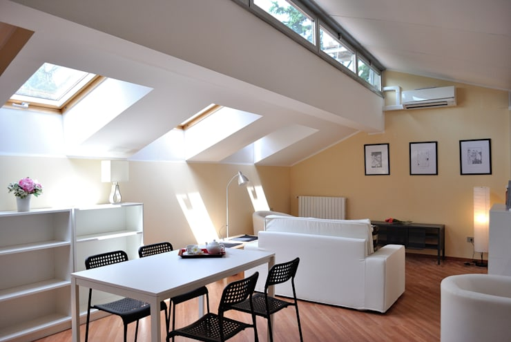 zona pranzo e soggiorno: Soggiorno in stile in stile Moderno di Valtorta srl