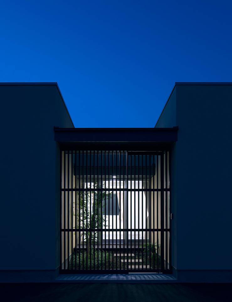 Casas de estilo  por トヨダデザイン, Moderno Madera Acabado en madera