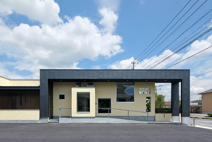 Casas de estilo  por トヨダデザイン, Moderno Metal