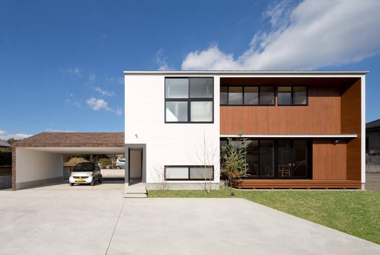 吹抜を囲むスキップフロア住宅: 株式会社プラスディー設計室が手掛けた家です。