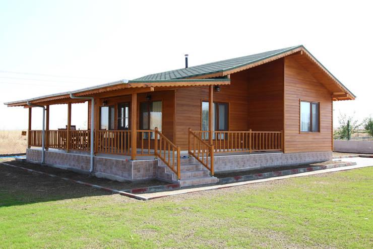 Casas prefabricadas de estilo  por Kuloğlu Orman Ürünleri