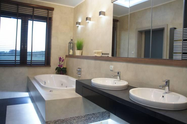 Dom pod Białymstokiem: styl , w kategorii Łazienka zaprojektowany przez Anna Wrona
