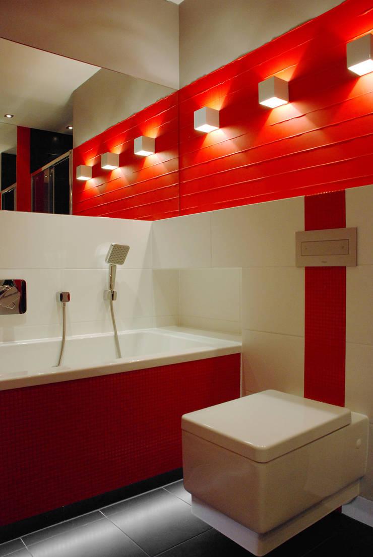 ŁAZIENKA W CZERWIENI: styl , w kategorii Łazienka zaprojektowany przez ARCHINSIDE STUDIO KATARZYNA PARZYMIES,