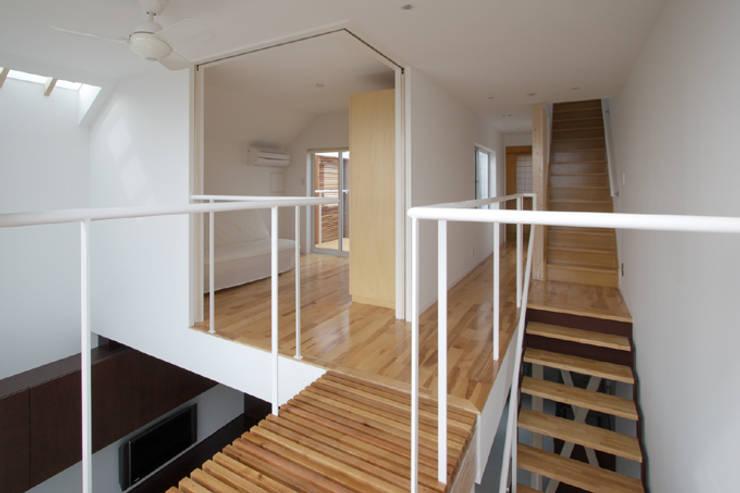 世田谷区O邸: 株式会社STN建築工房が手掛けた寝室です。