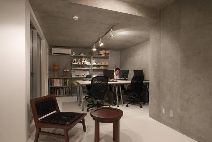 世田谷区O邸: 株式会社STN建築工房が手掛けた書斎です。