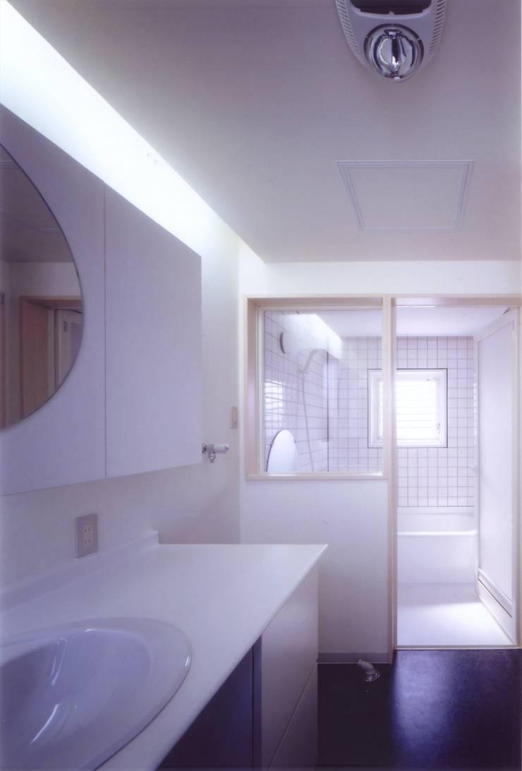階段の家: 有限会社古里設計一級建築士事務所が手掛けた浴室です。