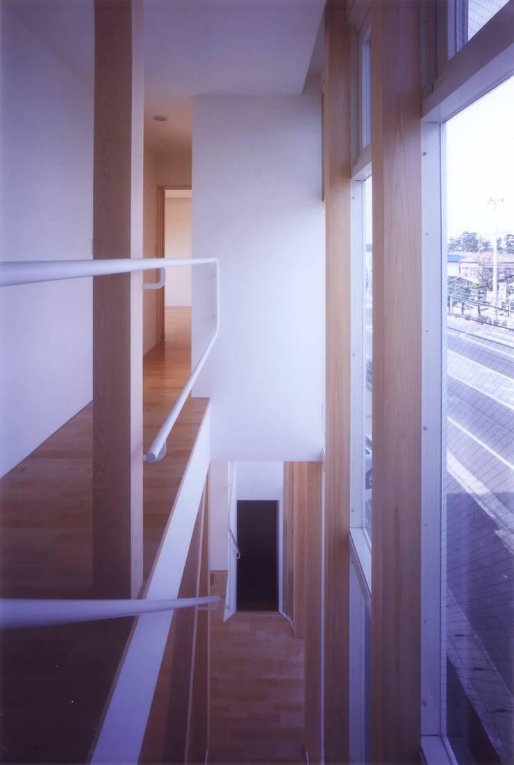 階段の家: 有限会社古里設計一級建築士事務所が手掛けた廊下 & 玄関です。