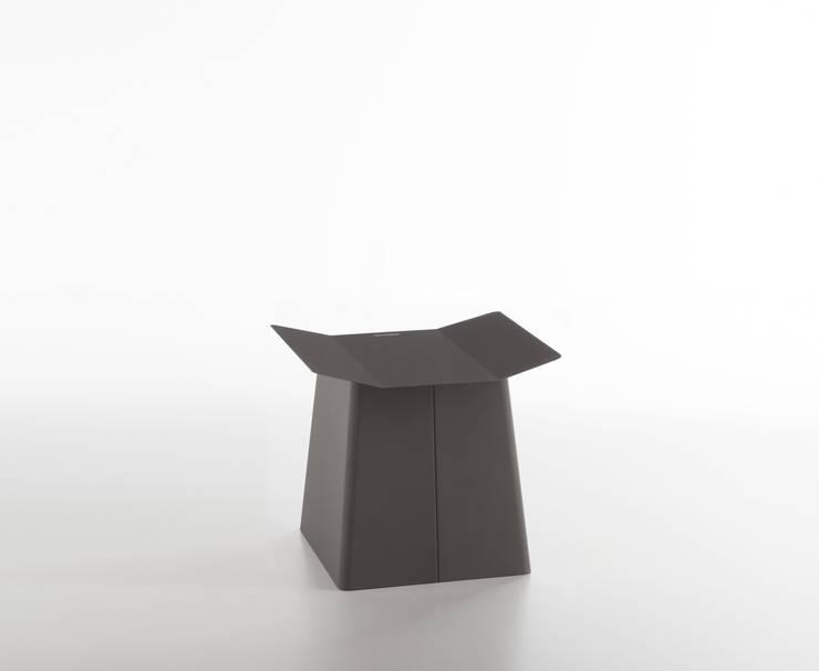 Linito Stool -  quartz grey: Yu Ito Designが手掛けたバルコニー&ベランダ&テラスです。