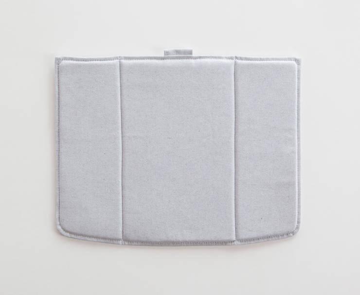 Linito Cushion -  white: Yu Ito Designが手掛けたバルコニー&ベランダ&テラスです。