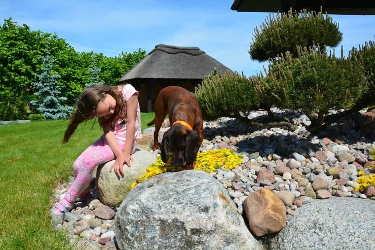 Podbudowa tarasu z kamienia polnego: styl , w kategorii  zaprojektowany przez GAJA