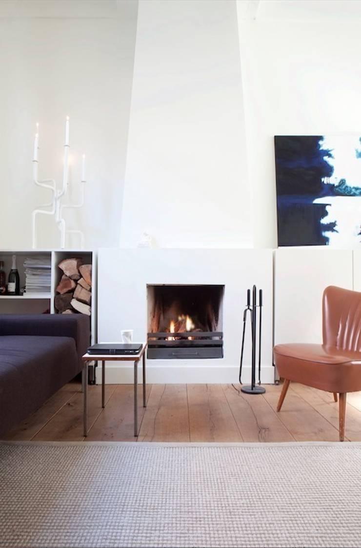 Woonkamer:  Woonkamer door ontwerpplek, interieurarchitectuur, Modern