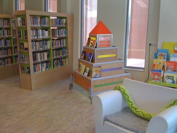 kinderboek toren:  Exhibitieruimten door Delgadodesign, Modern
