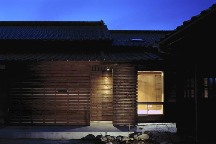 二軒屋の家: 松本匡弘建築設計事務所が手掛けた家です。