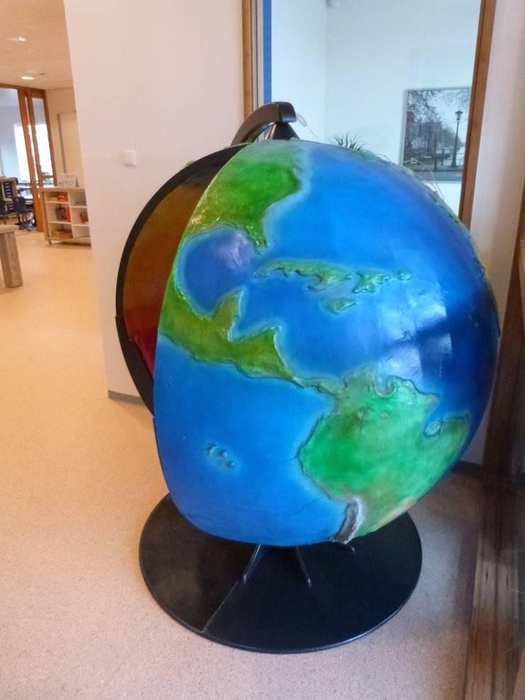 Wereldbol :  Scholen door Delgadodesign