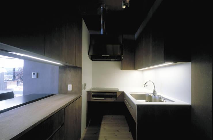 二軒屋の家: 松本匡弘建築設計事務所が手掛けたキッチンです。