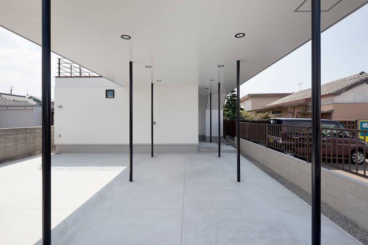 街道の家: 松本匡弘建築設計事務所が手掛けた庭です。