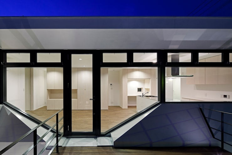 街道の家: 松本匡弘建築設計事務所が手掛けたテラス・ベランダです。