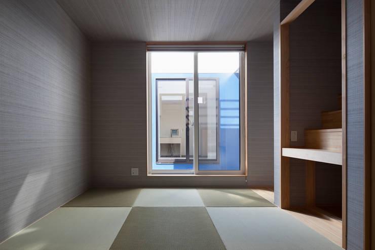 街道の家: 松本匡弘建築設計事務所が手掛けた寝室です。