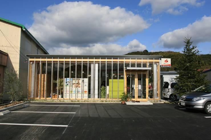 正面外観: 上野貴建築研究所が手掛けた家です。