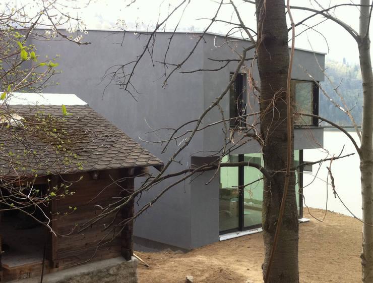 Ansicht Stall/Gebäude: moderne Häuser von Balzani Diplomarchitekten