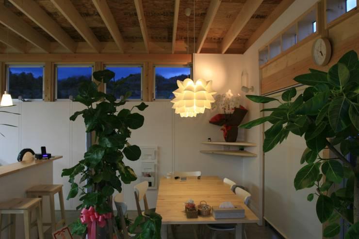 打合せコーナー: 上野貴建築研究所が手掛けたオフィス&店です。