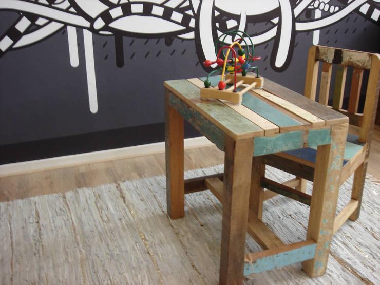 Habitaciones infantiles de estilo  por Klein & Stoer