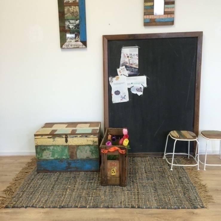 Sloophout speelgoedkist en schoolbord:   door Klein & Stoer, Tropisch