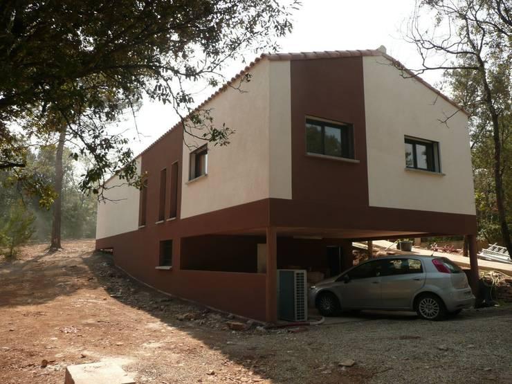 Vue  : Maisons de style de style Moderne par AGENCE D'ARCHITECTURE BRAYER-HUGON