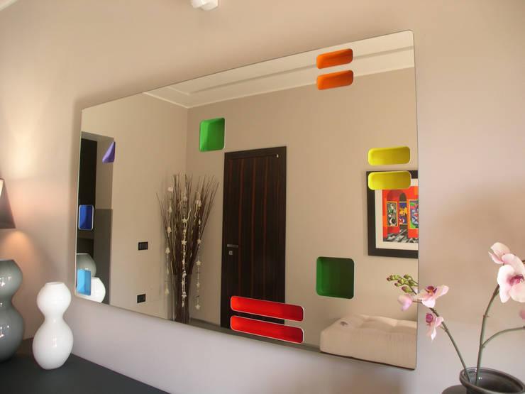 Specchio: Ingresso, Corridoio & Scale in stile  di Alfonso D'errico Architetto