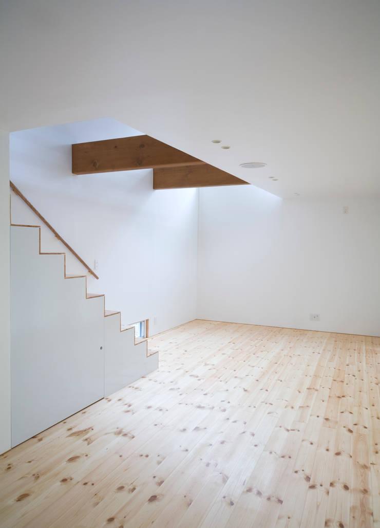 AKT: かわつひろし建築工房が手掛けた廊下 & 玄関です。