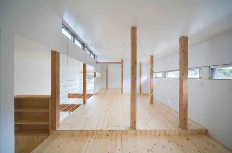 AKT: かわつひろし建築工房が手掛けた寝室です。