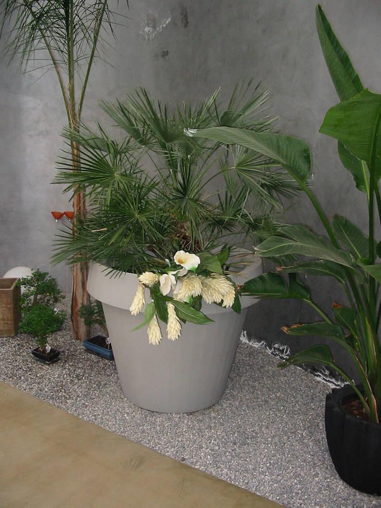 Wielka donica Gio Tondo: styl , w kategorii Ogród zaprojektowany przez TerraForm