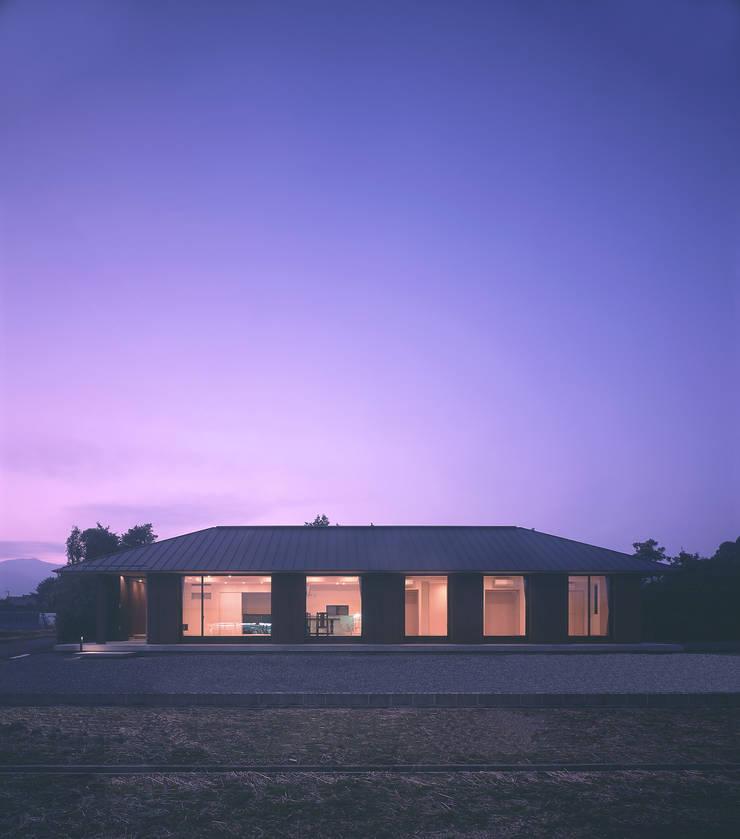 House K モダンな 家 の 末永幸太建築設計 KOTA SUENAGA ARCHITECTS モダン