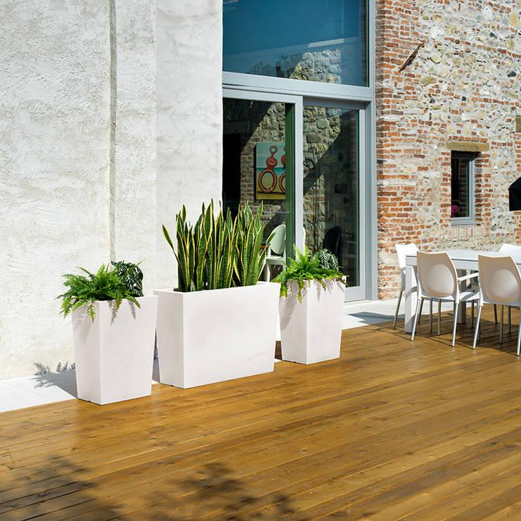 Nowoczesna donica Schio Cassa Alta: styl , w kategorii Ogród zaprojektowany przez TerraForm