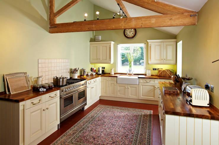 Georgian Farmhouse: country Kitchen by Etons of Bath