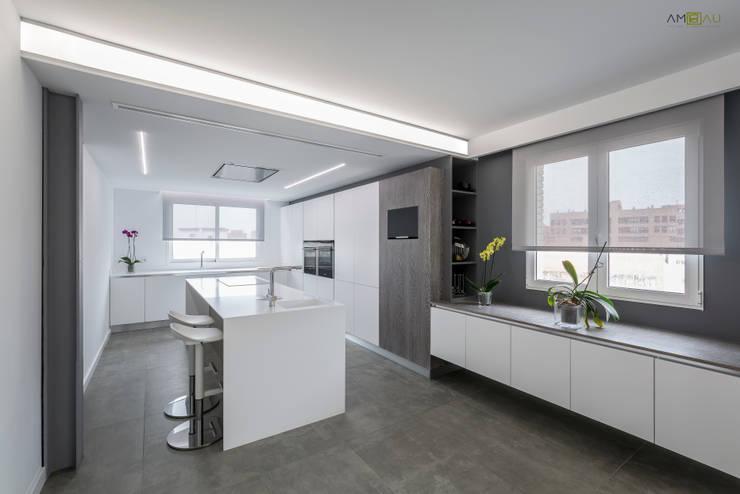 COCINA: Cocinas de estilo minimalista de ambau taller d´arquitectes