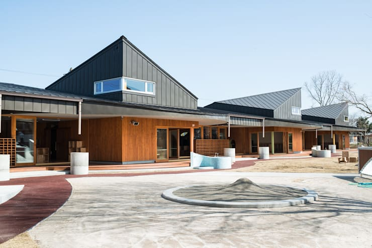外観 2: u.h architectsが手掛けた学校です。