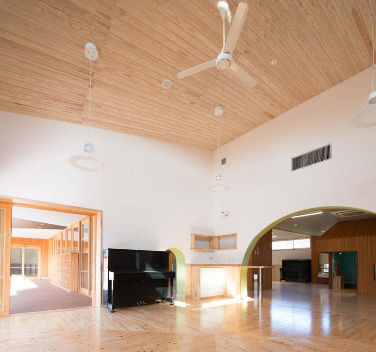 保育室: u.h architectsが手掛けた学校です。