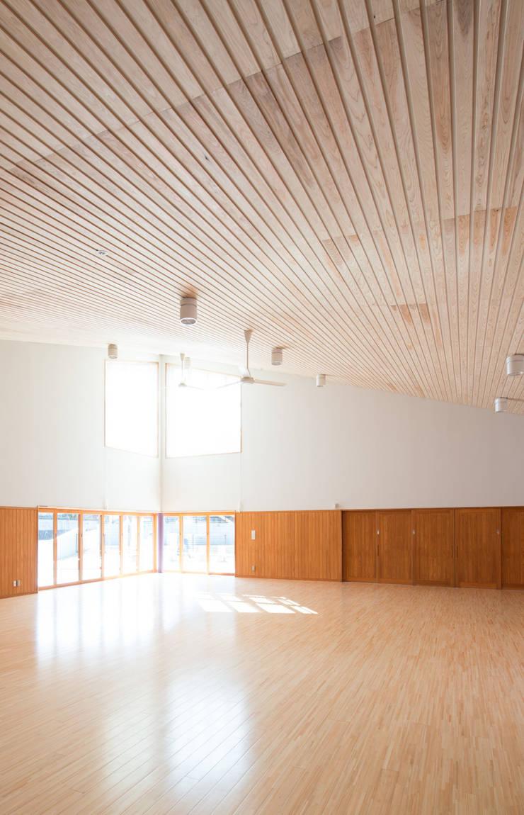 遊戯室: u.h architectsが手掛けた学校です。