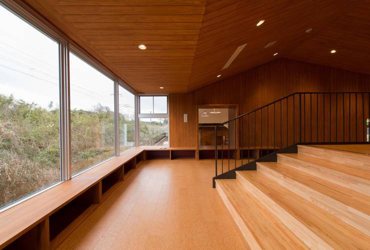 てつどうライブラリー: u.h architectsが手掛けた学校です。