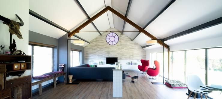 woonkamer:  Woonkamer door BALD architecture, Modern
