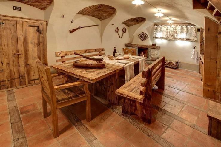 Dining room by Bosc Vej s.r.l.