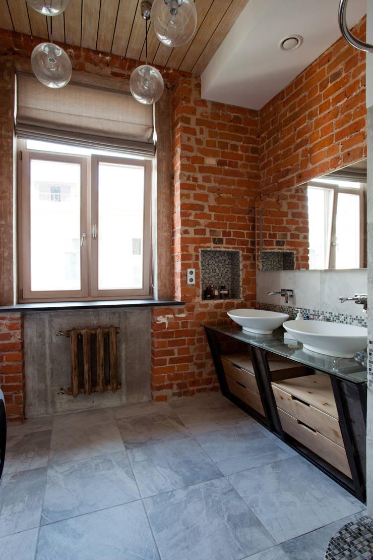 Частная квартира, г. Москва, ул. Большой Кисловский переулок (м. Арбат/Боровицкая): Ванные комнаты в . Автор – Дизайн-студия интерьера 'ART-B.O.s', Лофт