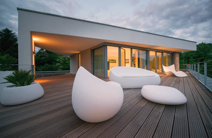 Dachterrasse mit Talblick:  Terrasse von FLOW.Architektur