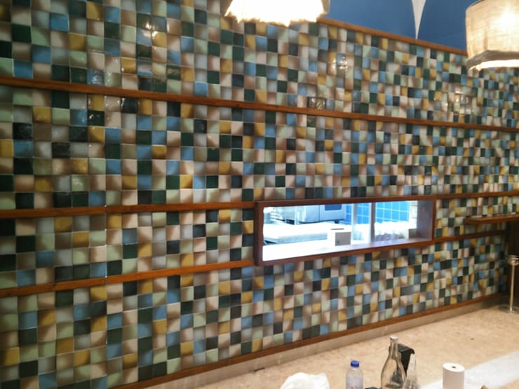 PRAGA tiles in a Lisbon restaurant: Espaços de restauração  por BARRO
