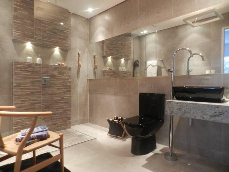 Banho Morar Mais: Banheiros  por Carla Patrícia Saad Arquitetura