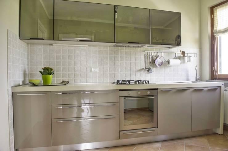 Appartamento: Cucina in stile in stile Coloniale di Marianna Leinardi