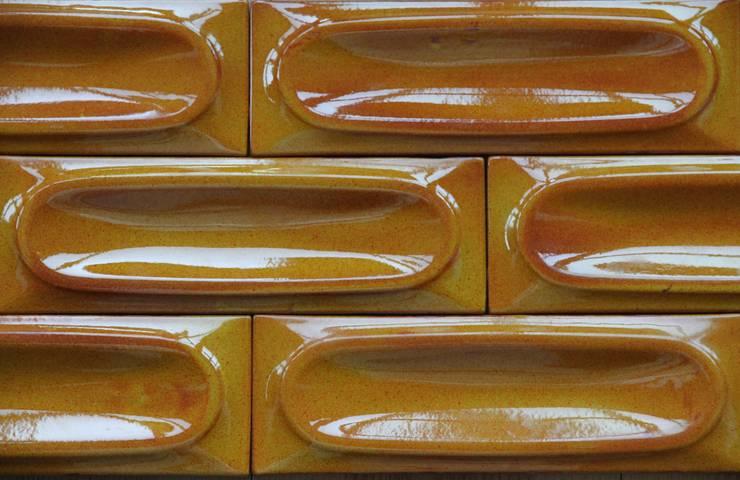 NEW YORK tiles: Parede e piso  por BARRO